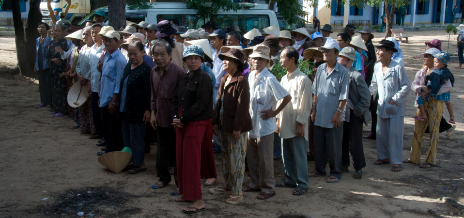 Patients-Lining-up_960x450